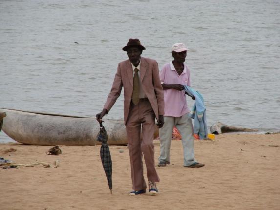 Feiner Herr am Strand in Nkhata Bay.