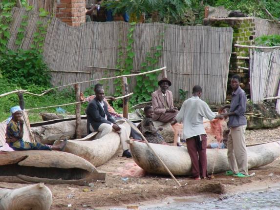 Fischer in Nkhata Bay und unser Freund vom Hotel ist auch dabei.